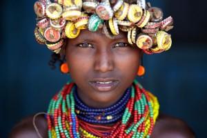 Una giovane donna di etnia Dassanech fotografata a Omorate, Etiopia. (Rafal Ziejewski / www.typoty.com)